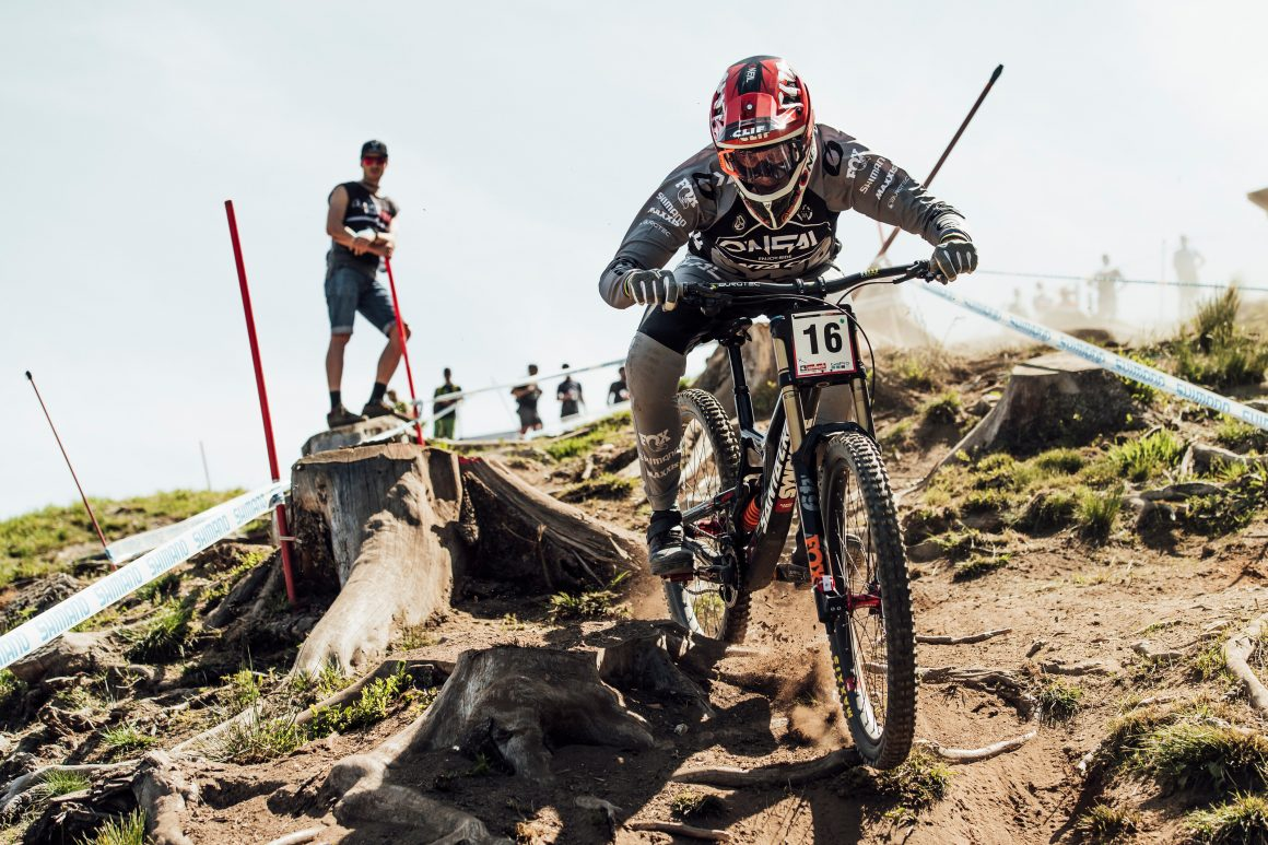 2019 UCI MTB DH World Cup: Tracey Hannah and Loïc Bruni winners in