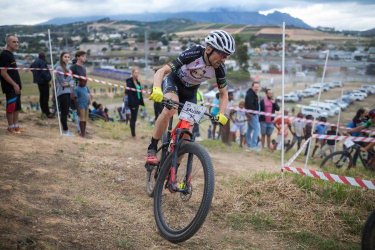 Christoff Suaser riding gravel rainmaker race