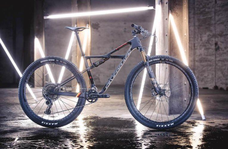 silverback-bikes-wins-the-designinnovation-award-stratos-cf-1-06